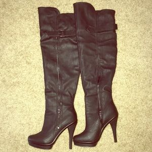 Shoes - Women high above the knee Boots
